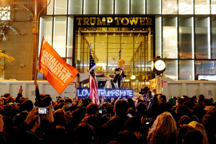 Demonstrators outside the Trump Tower in New York.  Two renowned Art Deco sculptures were destroyed, on Trump's orders during construction.  Now, the Trump administration is proposing to delete money for historic preservation agencies.  A 125-year-old group, the National Society of The Colonial Dames of America, has raised its voice in protest.  Photo: EDUARDO MUNOZ/REUTERS