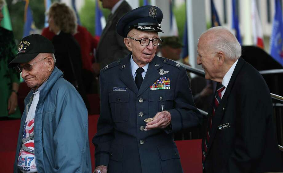 Joe Manci, right, who was in the Navy during WWII chats with Ray Renfro, center, who was an Air Force pilot from 1941-1975, during Fort Sam Houston's Veterans Celebration, on Wednesday, Nov. 9, 2016. Photo: Bob Owen, Staff / San Antonio Express-News / ©2016 San Antonio Express-News