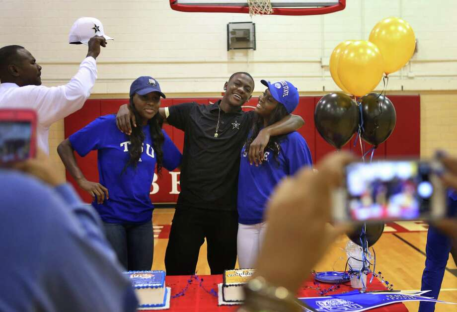 Triplets (LtoR) Maya, Maxwell and Megan Evans take pictures after a signing ceremony at Bellaire High School, Tuesday, Nov. 8, 2016. Megan and Maya intend on attending Tennessee State University while Maxwell is signing with Vanderbilt University. ( Mark Mulligan / Houston Chronicle ) Photo: Mark Mulligan, Staff / © 2016 Houston Chronicle