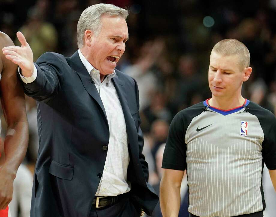 Houston Rockets head coach Mike D'Antoni, left, argues a call with referee Tyler Ford during the first half of an NBA basketball game against the San Antonio Spurs, Sunday, April 1, 2018, in San Antonio. (AP Photo/Darren Abate) Photo: Darren Abate, Associated Press / FR115 AP