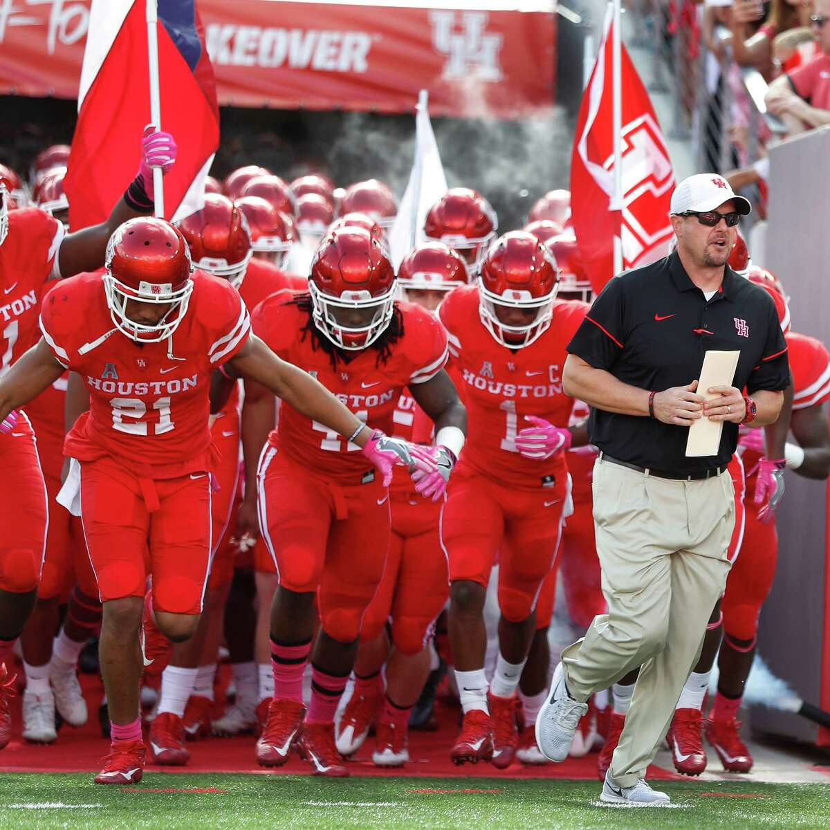 Houston Cougars head coach Tom Herman runs out on the field with his team before the start of a college football game at TDECU Stadium, Saturday,Oct. 29, 2016 in Houston. ( Karen Warren / Houston Chronicle )