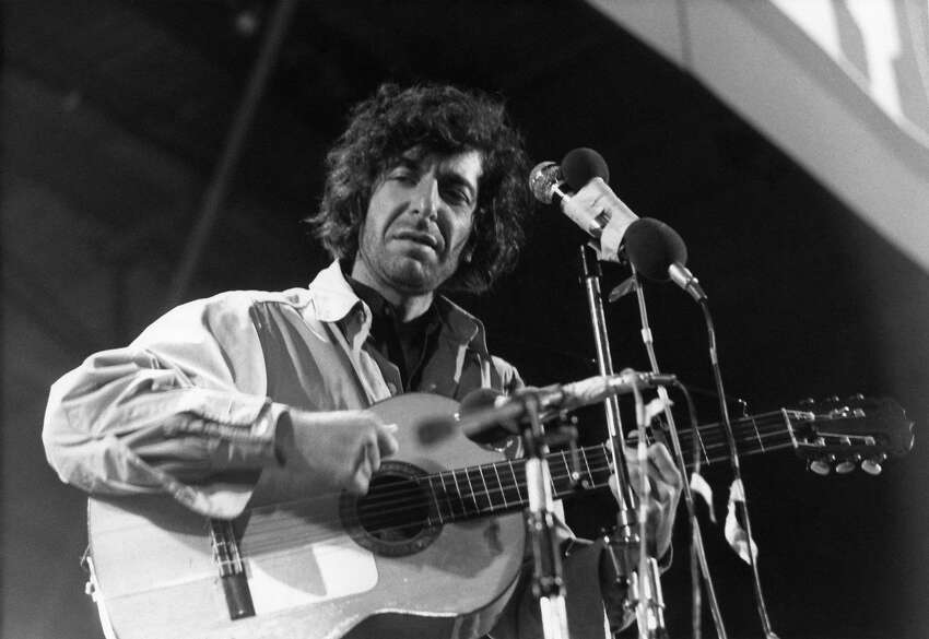 FILE - NOVEMBER 10: Singer-songwriter Leonard Cohen has passed away. He was 82 years old. ISLE OF WIGHT, UK - AUGUST 30: Canadian singer Leonard Cohen performs on stage at the Isle of Wight Festival on August 30 1970. (Photo by Tony Russell/Redferns)