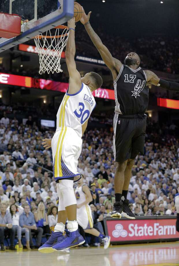 Stephen Curry (30) has his shot blocked by Jonathon Simmons (17) in the second half as the Golden State Warriors played the San Antonio Spurs in their season opener at Oracle Arena in Oakland, Calif., on Tuesday, October 25, 2016. Photo: Carlos Avila Gonzalez, Staff Photographer / San Francisco Chronicle/Carlos Avila Gonzalez
