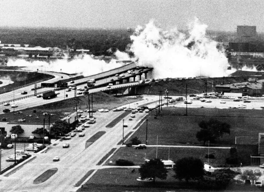 05/11/1976 - Couds of deadly ammonia fumes spread over the West Loop 610 overpass att eh Southwest Freeway after an ammonia tank truck crashed through a guardrail and exploded. This photo, looking south, was taken about a minute after the crash from the Transco Tower in the Galleria area by Carrol S. Grevemberg. Photo: Carrol S. Grevemberg, Houston Chronicle Files / Houston Chronicle