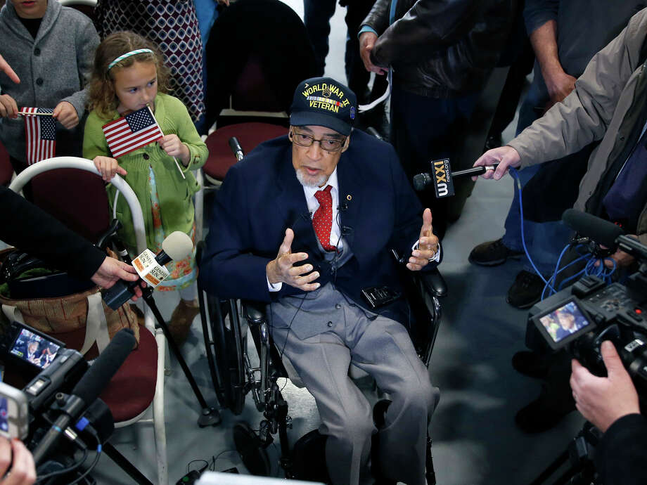WWII veteran Wallace Higgins, 91, a recipient of the Congressional Gold Medal appears at the National Warplane Museum in Geneseo, N.Y., on Veterans Day, Friday, Nov. 11, 2016. (Carlos Ortiz/Democrat & Chronicle via AP) ORG XMIT: NYROD102 Photo: Carlos Ortiz / Democrat & Chronicle