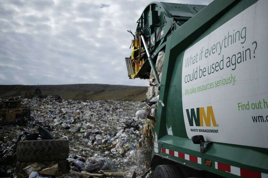 A Waste Management Inc. garbage truck dumps trash at the Waste Management Inc. Skyline Landfill in Ferris, Texas, U.S., on Monday, Oct. 24, 2016. Waste Management is expected to release third-quarter earnings figures on October 26. Photographer: Luke Sharrett/Bloomberg Photo: Luke Sharrett / © 2016 Bloomberg Finance LP