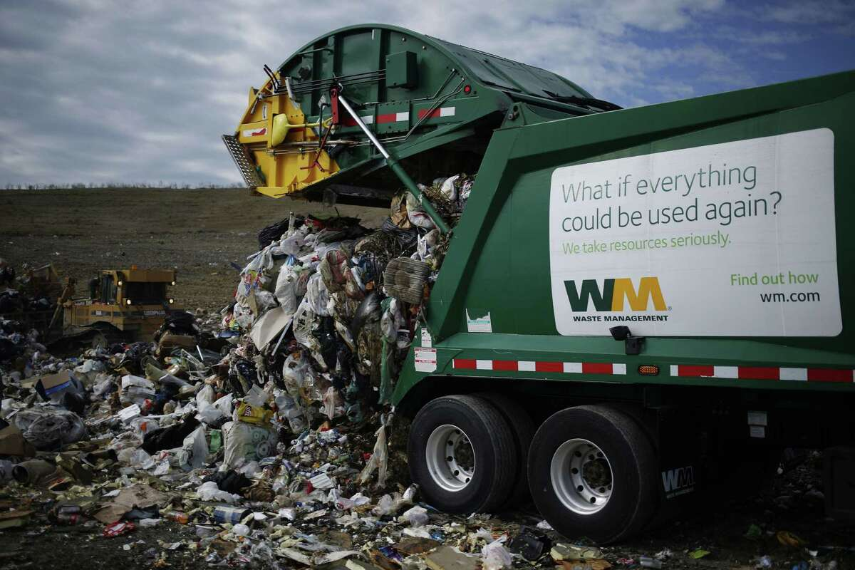 A Waste Management Inc. garbage truck dumps trash at the Waste Management Inc. Skyline Landfill in Ferris, Texas, U.S., on Monday, Oct. 24, 2016. Waste Management is expected to release third-quarter earnings figures on October 26. Photographer: Luke Sharrett/Bloomberg