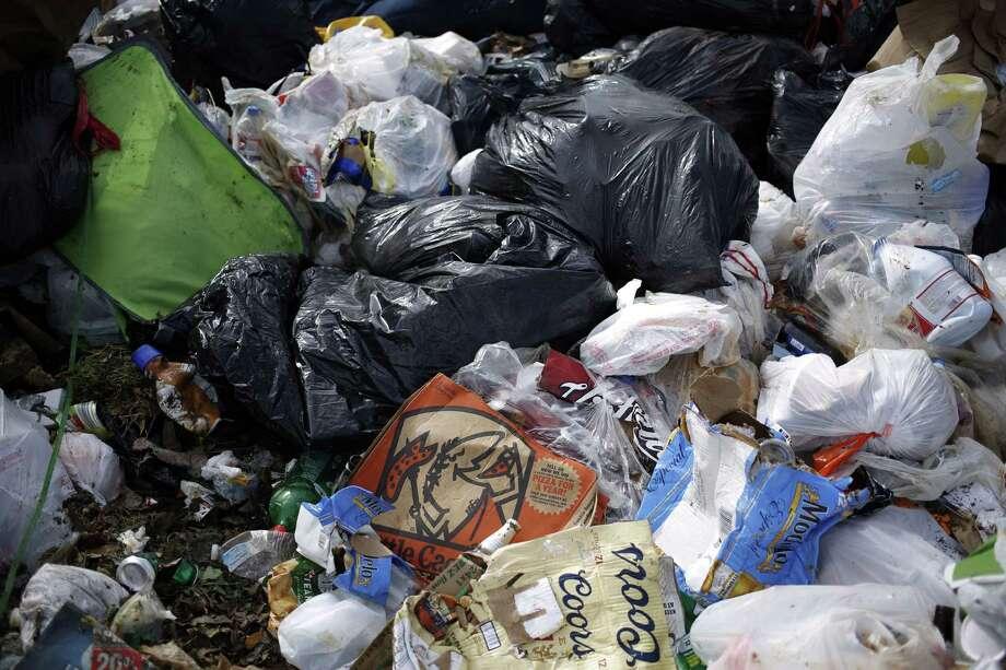 Piles of garbage at the Waste Management Skyline Landfill in Ferris, Texas. Photo: Luke Sharrett / © 2016 Bloomberg Finance LP