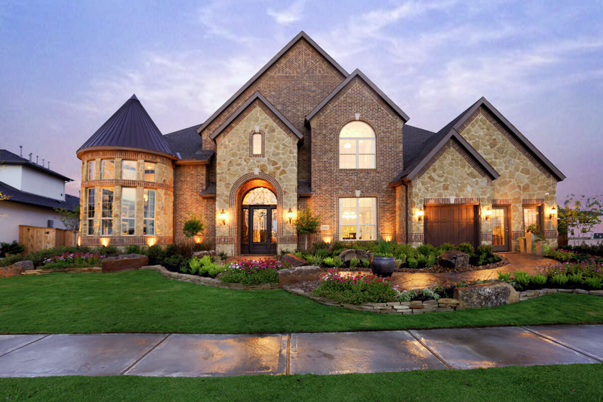 Toll Brothers is building houses on 90-foot-wide lots in the Estates at Ridgefield Heights, a gated community, in Cinco Ranch.