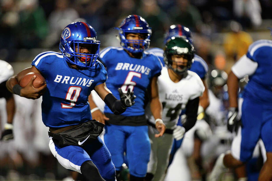 West Brook quarterback L'Ravien Elia carries the ball during the first quarter against Longview in a Class 6A bidistrict playoff game at the Thomas Center on Friday night. Photo taken Friday 11/11/16 Ryan Pelham/The Enterprise Photo: Ryan Pelham / ©2016 The Beaumont Enterprise/Ryan Pelham