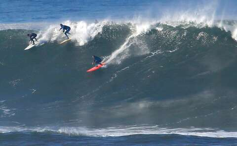 Monster waves up to 40 feet to pound Northern California