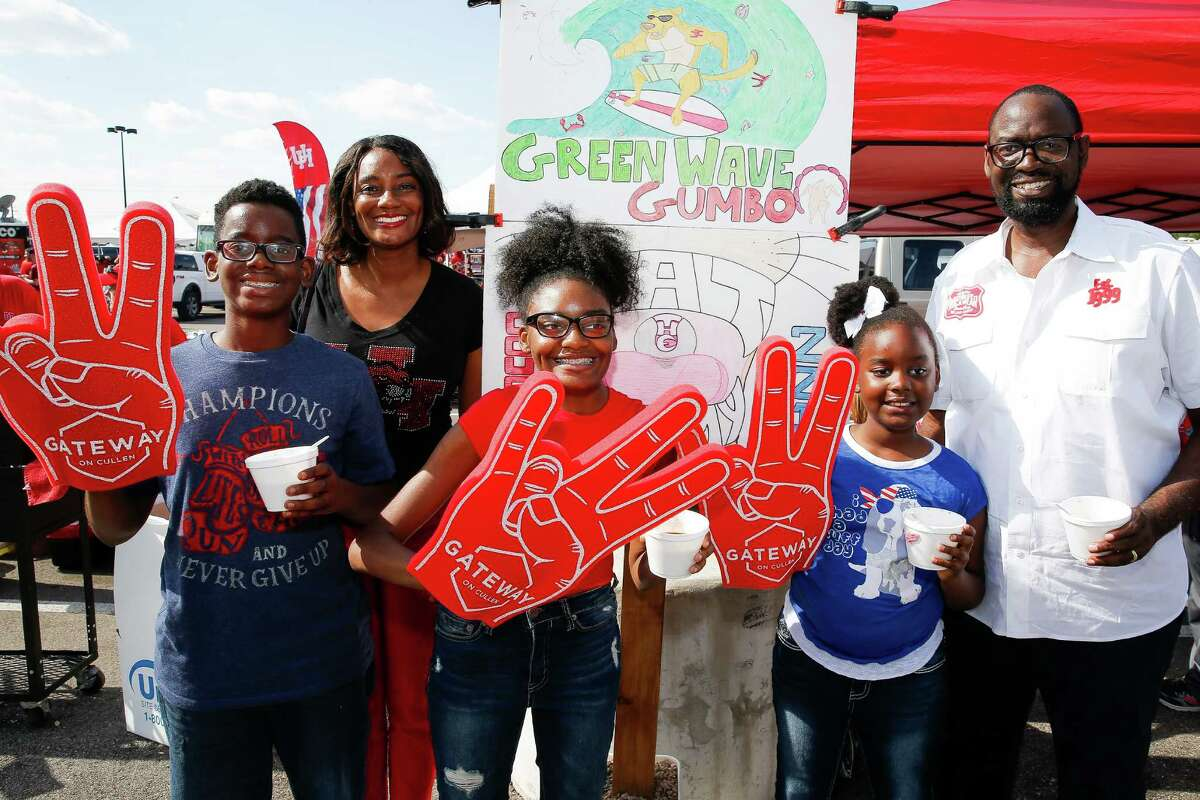 Fans tailgate before the Houston Cougars take on the Tulane Green Wave at TDECU Stadium Saturday, Nov. 12, 2016 in Houston.