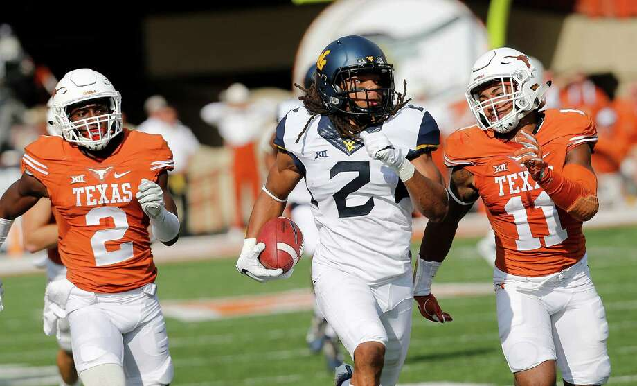 AUSTIN, TX - NOVEMBER 12: Ka'Raun White #2 of the West Virginia Mountaineers races down field as Kris Boyd #2 and P.J. Locke III #11 of the Texas Longhorns pursue him at Darrell K Royal -Texas Memorial Stadium on November 12, 2016 in Austin. Texas. Photo: Chris Covatta, Getty Images / 2016 Getty Images