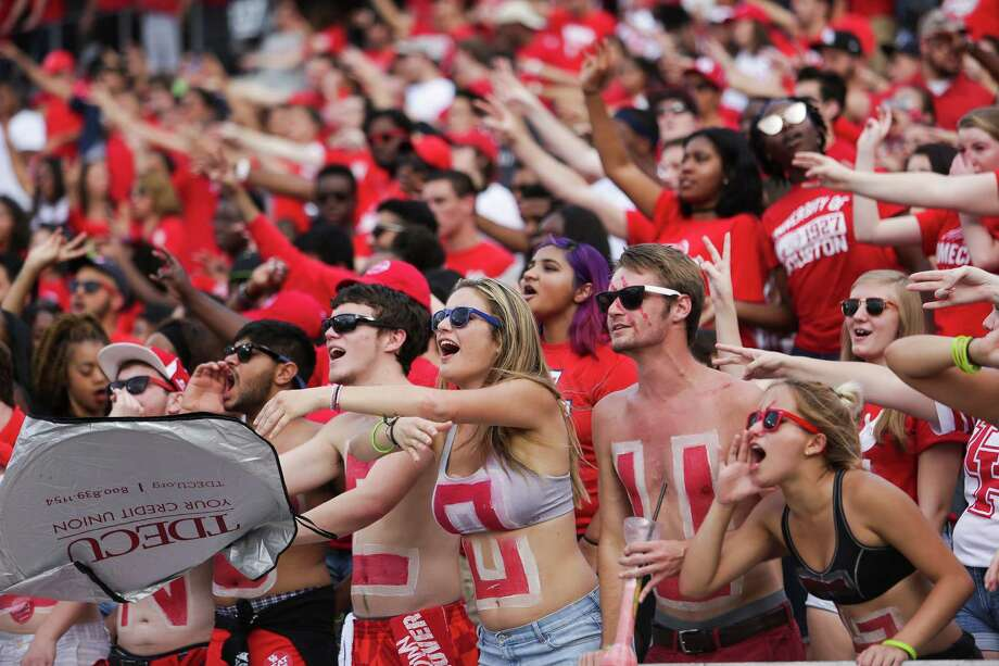 Houston Cougars fans cheer as the Houston Cougars take on the Tulane Green Wave at TDECU Stadium Saturday, Nov. 12, 2016 in Houston. Photo: Michael Ciaglo, Houston Chronicle / © 2016  Houston Chronicle