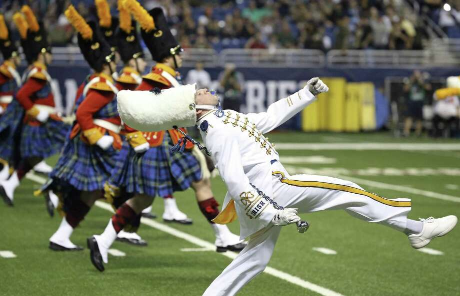 The Fighting Irish take the field just prior to game time as Notre Dame plays Army at the Alamodome on November 12, 2016. Photo: Tom Reel, Staff / San Antonio Express-News / 2016 SAN ANTONIO EXPRESS-NEWS