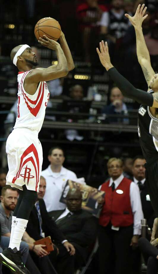 Houston Rockets forward Corey Brewer (33) shoots for the basket during the first quarter of the game Saturday, Nov. 12, 2016, in Houston. Photo: Yi-Chin Lee, Houston Chronicle / © 2016  Houston Chronicle