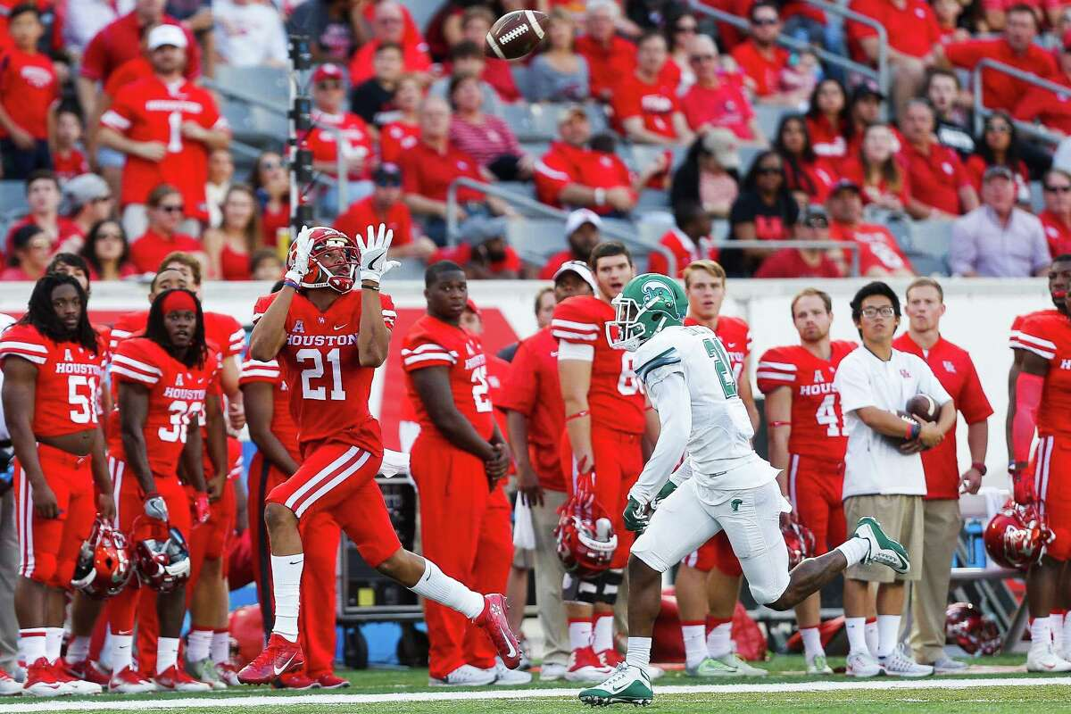 Houston wide receiver Chance Allen (21) caught three passes for 64 yards and a touchdown in Saturday's 30-18 victory over Tulane at TDECU Stadium.