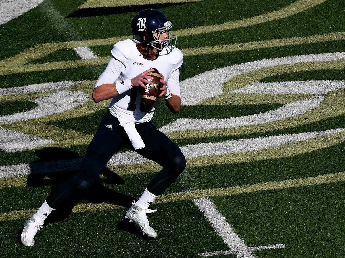CHARLOTTE, NC - NOVEMBER 12: Quarterback Tyler Stehling #10 of the Rice Owls drops back to pass against the Charlotte 49ers at McColl-Richardson Field at Jerry Richardson Stadium on November 12, 2016 in Charlotte, North Carolina.