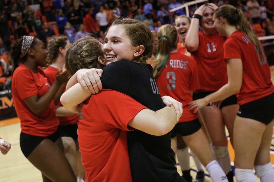 Oak Ridge's Raigen Cianciulli (8) and Ashlyn Cianciulli (4) hug after the Lady War Eagles win the varsity volleyball match against The Woodlands on Saturday, Nov. 12, 2016, at Johnson Coliseum in Huntsville, Texas. (Michael Minasi / Chronicle) Photo: Michael Minasi, Staff / © 2016 Houston Chronicle