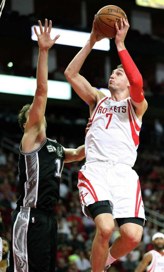 Houston Rockets forward Sam Dekker (7) shoots for the basket during the second half of the game Saturday, Nov. 12, 2016, in Houston. The Rockets lost to the Spurs 106-100. Photo: Yi-Chin Lee, Houston Chronicle / © 2016  Houston Chronicle