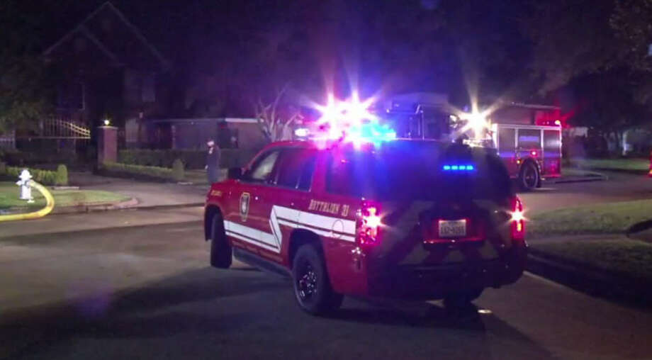 A Missouri City family escaped to safety after an overnight house fire. Photo: Metro Video