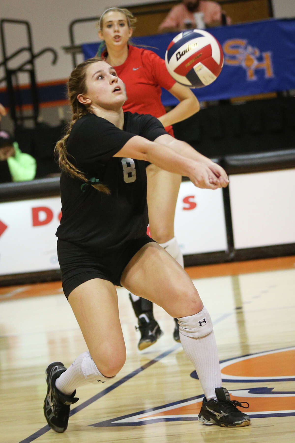 Oak Ridge's Raigen Cianciulli (8) digs the ball during the varsity volleyball game against The Woodlands on Saturday, Nov. 12, 2016, at Johnson Coliseum in Huntsville, Texas. (Michael Minasi / Chronicle)