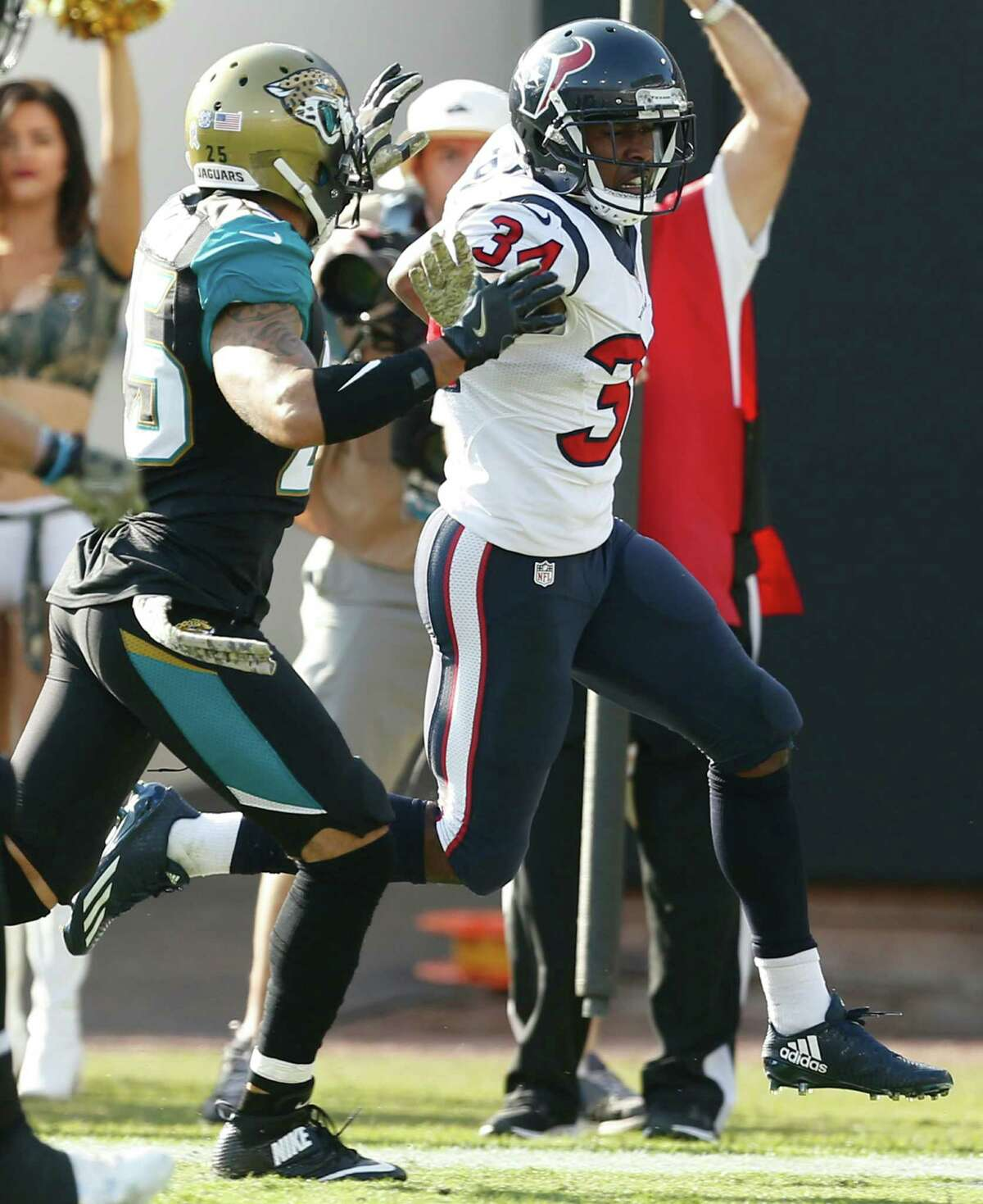 Houston Texans running back Tyler Ervin (34) runs up the sidelines past Jacksonville Jaguars defensive back Peyton Thompson (25) on a 57-yard punt return during the third quarter of an NFL football game at Everbank Field on Sunday, Nov. 13, 2016, in Jacksonville.