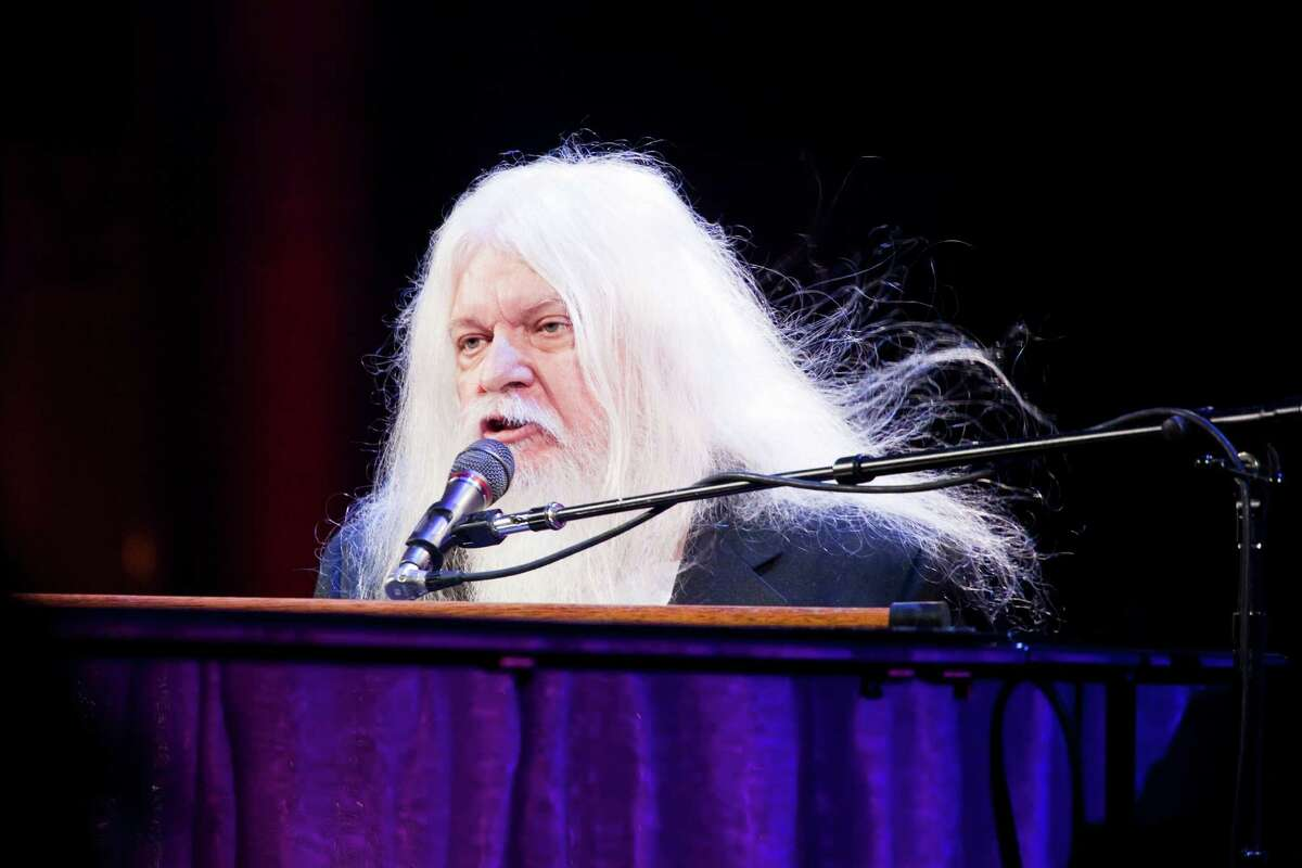 FILE é?' Leon Russell performing at the Elton John AIDS Foundation's 9th Annual Benefit in New York, Oct. 18, 2010. Russell, the longhaired, scratchy-voiced pianist, guitarist, songwriter and bandleader who moved from playing countless recording sessions to making hits on his own, died on Nov. 13 in Nashville. He was 74. (Michael Nagle/The New York Times)