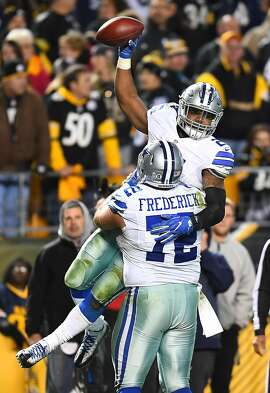 PITTSBURGH, PA - NOVEMBER 13:  Ezekiel Elliott #21 is hugged by Travis Frederick #72 of the Dallas Cowboys after rushing for a 32 yard touchdown in the fourth quarter during the game against the Pittsburgh Steelers at Heinz Field on November 13, 2016 in Pittsburgh, Pennsylvania. (Photo by Joe Sargent/Getty Images)