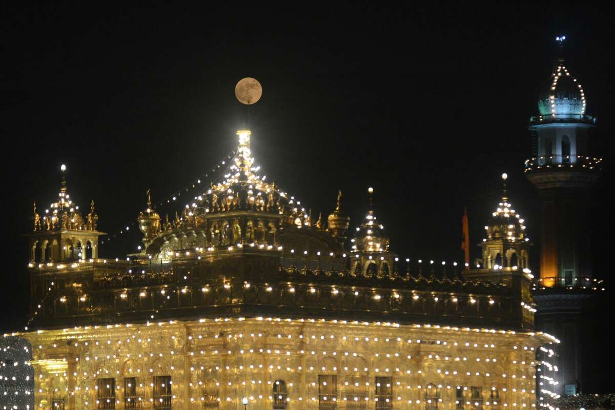 The 'supermoon' rises over the Sikh Shrine, the Golden Temple in Amritsar on November 14, 2016 Skygazers headed to high-rise buildings, ancient forts and beaches on November 14 to witness the closest 'supermoon' to Earth in almost seven decades, hoping for dramatic photos and spectacular surf. The moon will be the closest to Earth since 1948 at a distance of 356,509 kilometres (221,524 miles), creating what NASA described as 'an extra-supermoon.