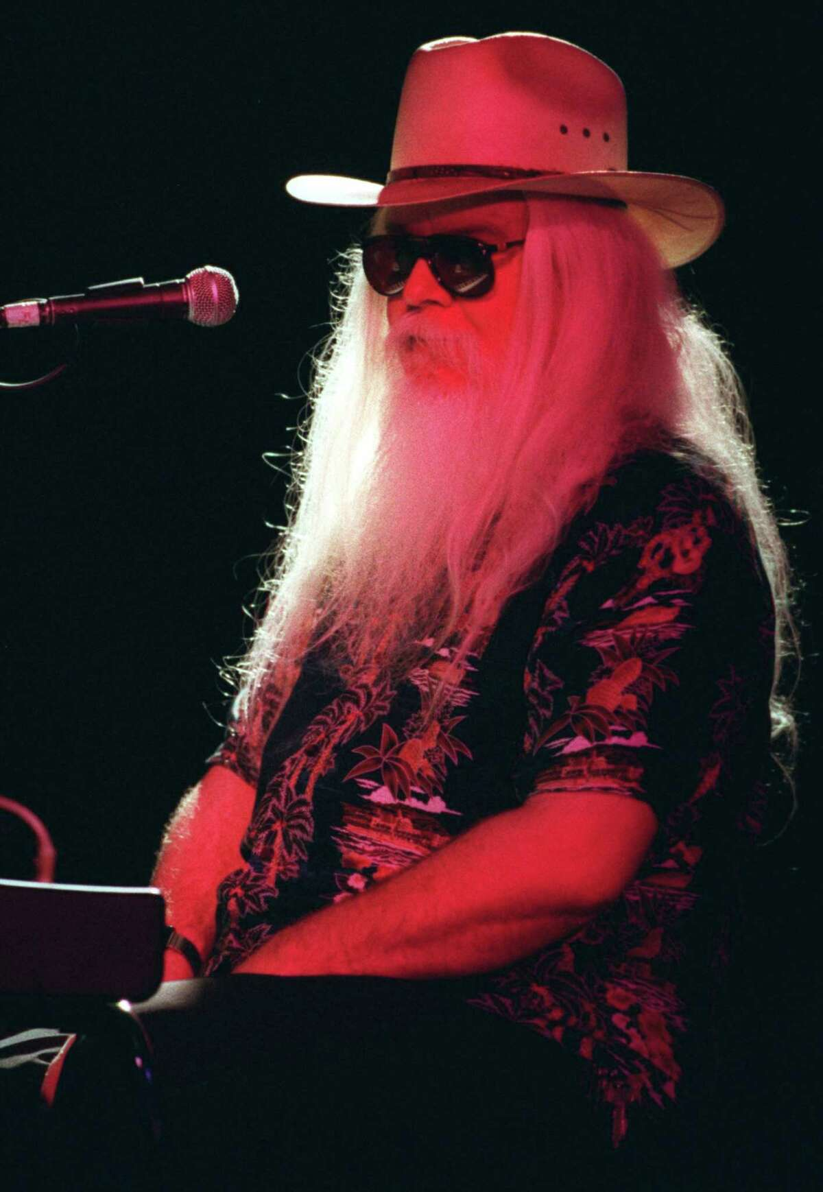Leon Russell takes in the applause as he performs Nov. 18, 1996 at the Coach House in San Juan Capistrano, Calif. (Alexander Gallardo/Los Angeles Times/TNS)