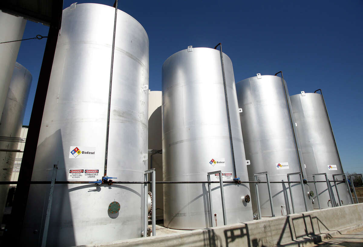 Biodiesel storage tanks at GeoGreen Fuels biodiesel plant in Gonzales, Texas, Dec. 13, 2006. (File photo)