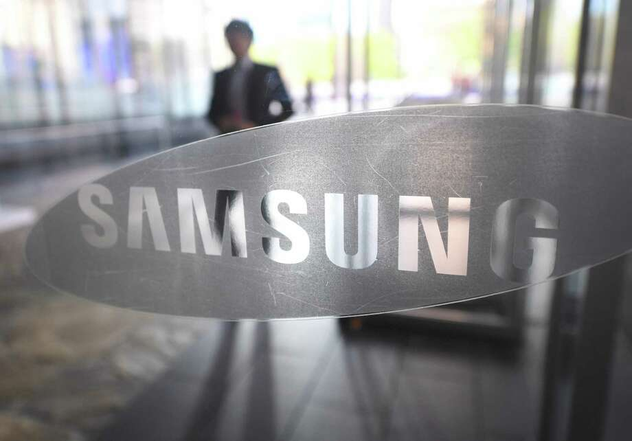 This file photo taken on October 26, 2016 shows a man walking past the logo of Samsung Electronics at a flagship store in Seoul. Samsung's $8 billion offer for Harman International drove up shares in the auto electronics maker sharply while major US equities markets were little-changed early November 14, 2016. Photo: JUNG YEON-JE /AFP /Getty Images / AFP or licensors