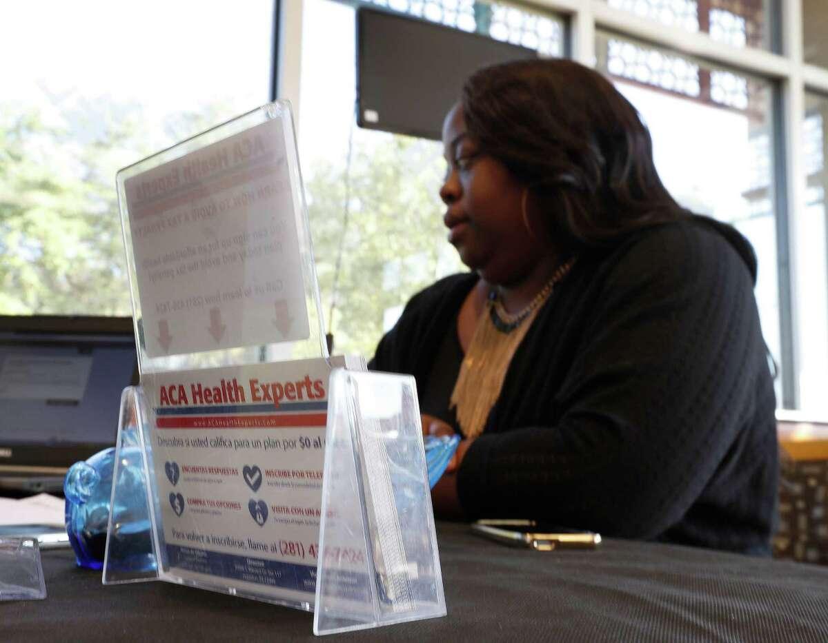 ACA Health Experts call center expert, Cynthia Hernandez helps Tiffany Wright get health insurance at the Ahmed and Roshan Virani Children's Clinic, Monday,Nov. 14, 2016 in Houston. ( Karen Warren / Houston Chronicle )