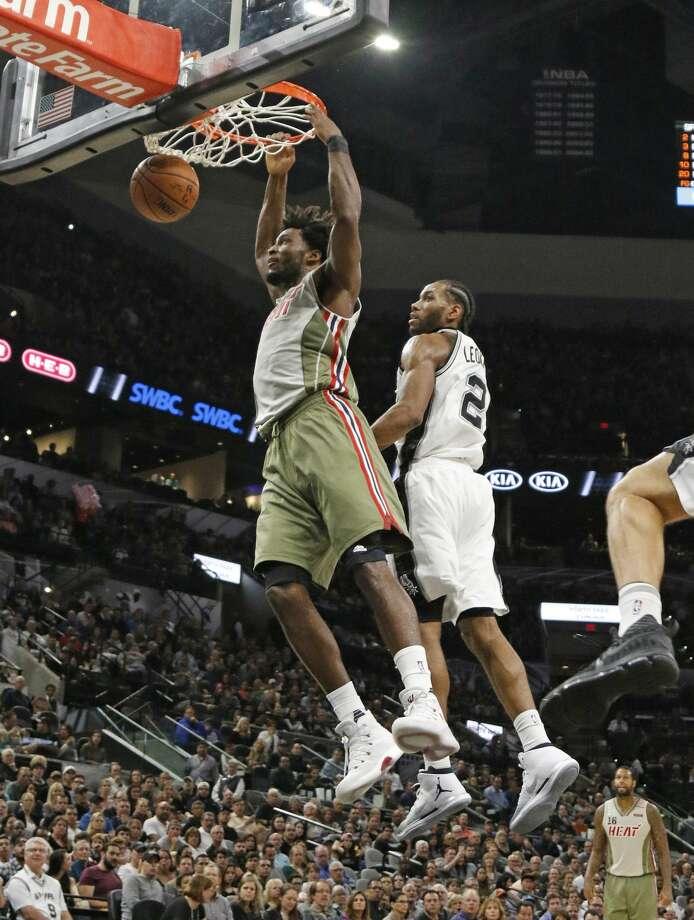 Miami Heat forward Justise Winslow(20) dunks by San Antonio Spurs guard Kawhi Leonard (2) during the first half of an NBA basketball game on Monday, Nov. 14, 2016, in San Antonio. (AP Photo/Ronald Cortes) Photo: Ronald Cortes/Associated Press