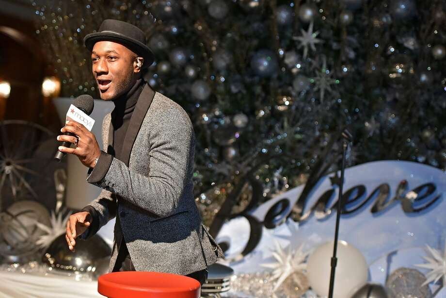 Aloe Blacc helps Macy'sand Make-A-Wish® launch annual Believe Campaign at Macy'sState Street store with The 109th Annual Great Tree Lighting ceremony on November 5, 2016 in Chicago, Illinois. Photo: Daniel Boczarski, Getty Images For Macy's