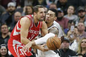 Spurs' Danny Green (14) defends against Houston Rockets' Ryan Anderson (03) during their game at the AT&T Center on Wednesday, Nov. 9, 2016. (Kin Man Hui/San Antonio Express-News)