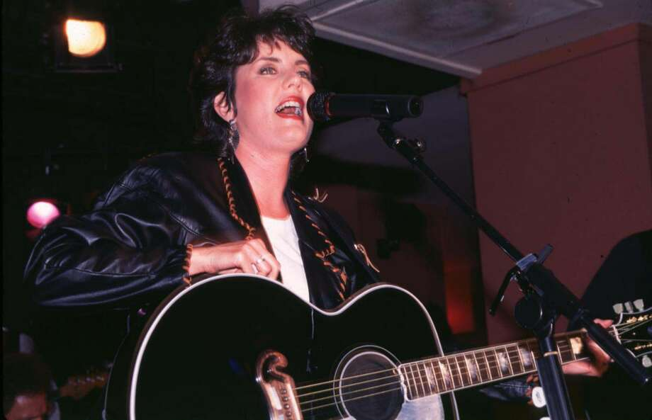 Holly Dunn in concert in 1995 in New York City. She died this week at the age of 59 after fighting ovarian cancer. Photo: Steve Eichner/WireImage