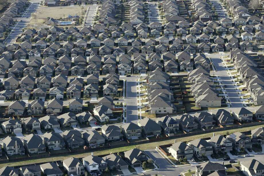 Nearly 3,000 homes were sold in the San Antonio-New Braunfels metro area last month, a 2.3 percent increase from August the year before, according to the San Antonio Board of Realtors. Photo: Jerry Lara /San Antonio Express-News / © 2016 San Antonio Express-News