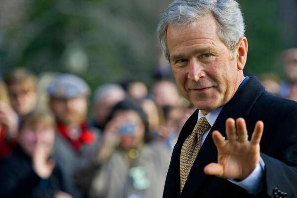 US President George W. Bush waves as he walks into the White House January 8, 2009, on his way to the Oval Office after returning from a day of events in Philadelphia, Pennsylvania.     AFP Photo/Paul J. Richards (Photo credit should read PAUL J. RICHARDS/AFP/Getty Images)
