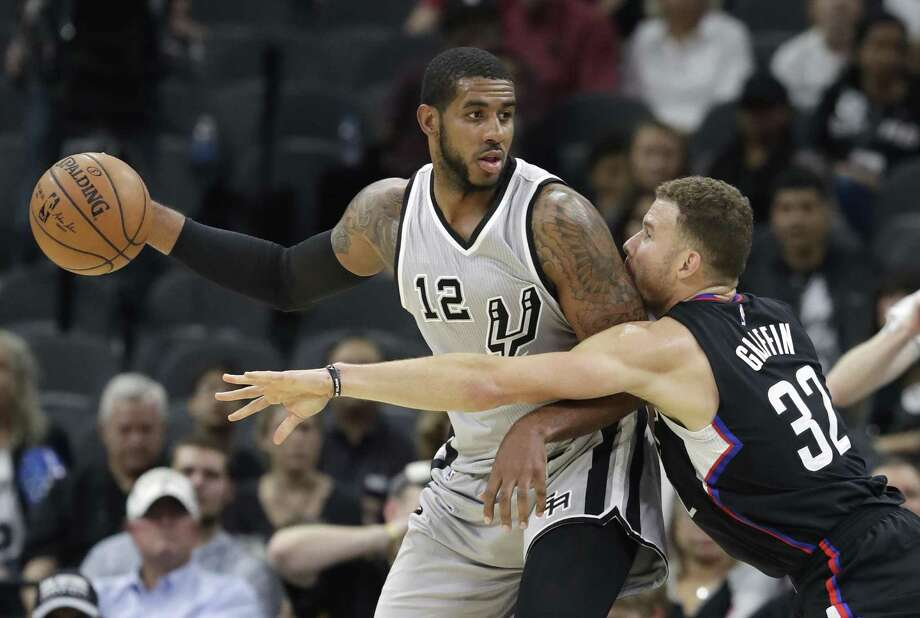 Spurs forward LaMarcus Aldridge is pressured by Los Angeles Clippers forward Blake Griffin during the first half on Nov. 5, 2016, in San Antonio. Photo: Eric Gay /Associated Press / Copyright 2016 The Associated Press. All rights reserved.