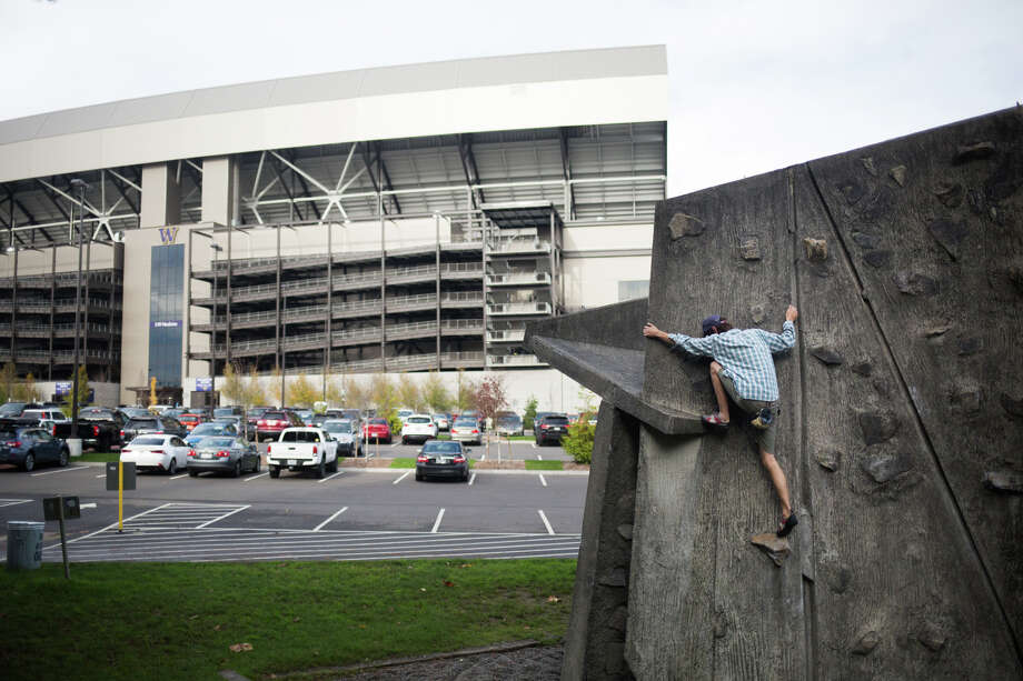 Max Bonavent, a study abroad student from Scotland and Austria, climbs at the UW Bouldering Rock near Husky Stadium on Nov. 4, 2016. Photo: GRANT HINDSLEY, SEATTLEPI.COM / SEATTLEPI.COM