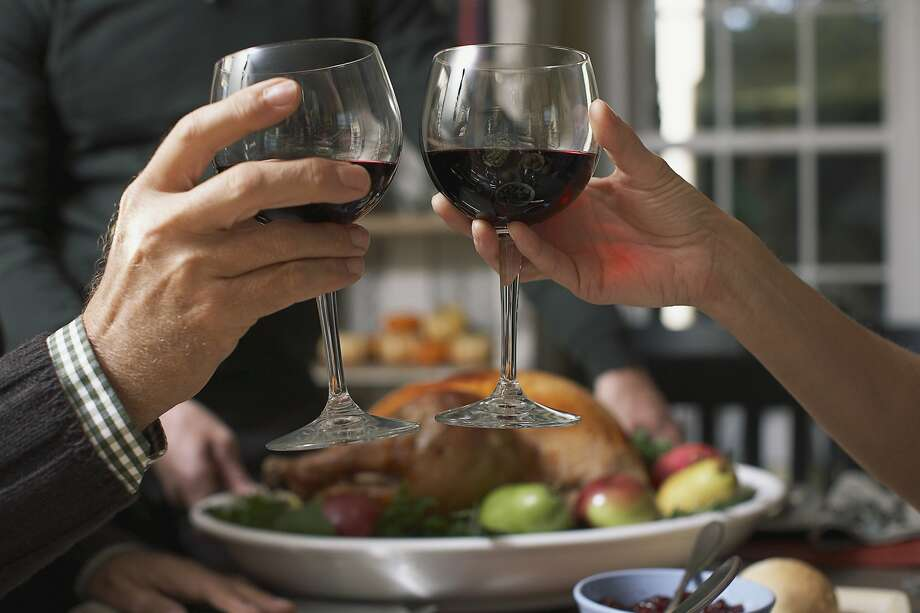 Friends toasting wine glasses --- Image by Corbis Photo: © Corbis