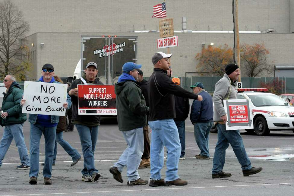Workers show their union pride by carrying signs with their feelings Wednesday Nov. 16, 2016 at the Momentive Plant in Waterford, N.Y. (Skip Dickstein/Times Union)