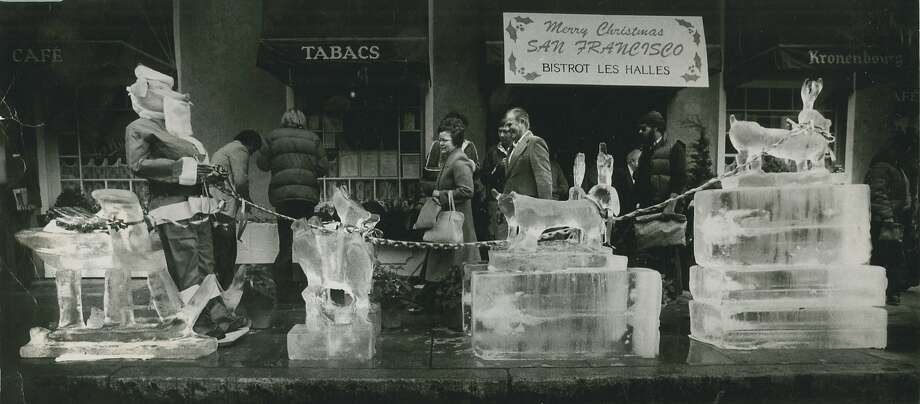 A sculpture made of 6,000 pounds of ice, at the corner of Union and Buchanan, on Dec. 24, 1980. Photo: Michael Maloney, San Francisco Chronicle