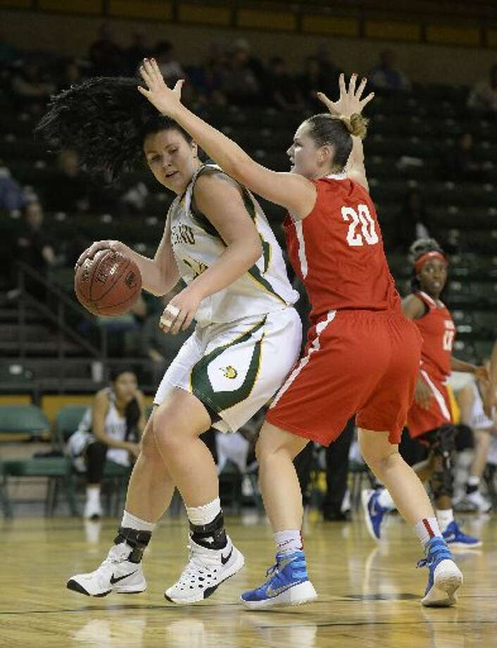 Midland Collegeu0027s Lisa Kaempf (44) Drives To The Hoop Against Mesau0027s  Natalie Stilwell (