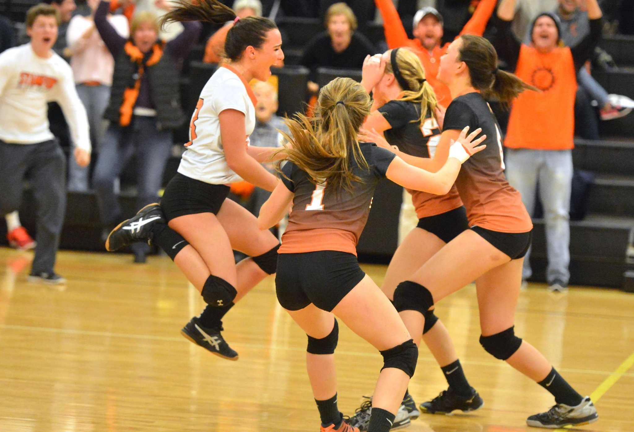 Stamford sweeps Amity to reach state volleyball final - Connecticut Post