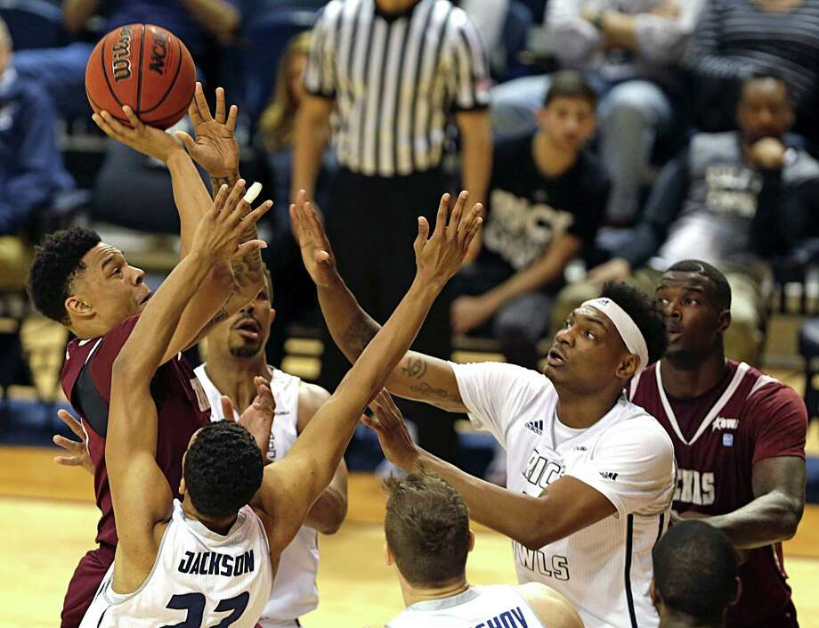 Texas Southern Tigers guard Zach Lofton left, shoots the ball against Rice during the first half of men's college basketball game action at Rice University's Tudor Fieldhouse Nov. 16, 2016, in Houston. Photo: James Nielsen, Houston Chronicle / © 2016  Houston Chronicle