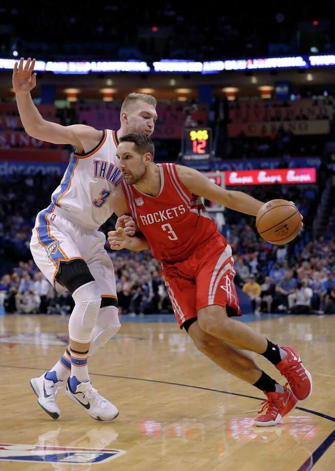 Houston Rockets forward Ryan Anderson (3) drives to the basket around Oklahoma City Thunder forward Domantas Sabonis (3) during the first half of an NBA basketball game in Oklahoma City, Wednesday, Nov. 16, 2016. (AP Photo/Alonzo Adams) Photo: Alonzo Adams, Associated Press / FR159426 AP