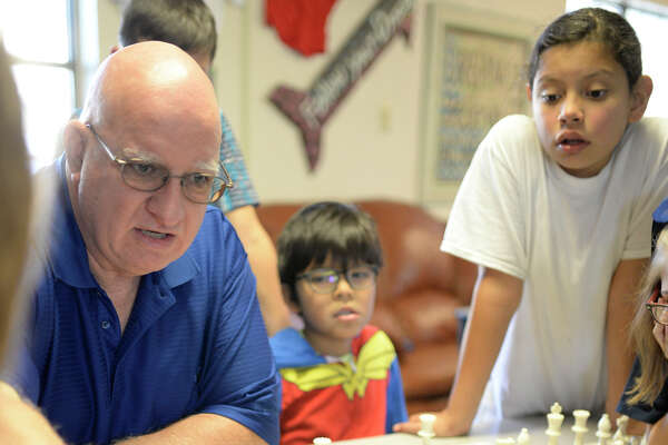 Bill Brooks volunteers teaching Greenwood elementary and middle school students chess, photographed Wednesday, Nov. 16, 2016, at Greenwood Elementary School. James Durbin/Reporter-Telegram